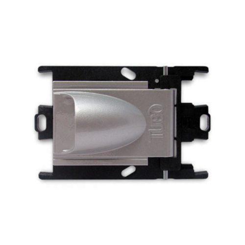 Die seitlich geöffnete Saugsteckdose New Air Color passt für zentrale Staubsaugeranlagen. Der sichtbare Teil ist silber und die versteckte Rahmen sind schwarz. Andere Farben für der sichtbare Teil: schwarz und weiß.