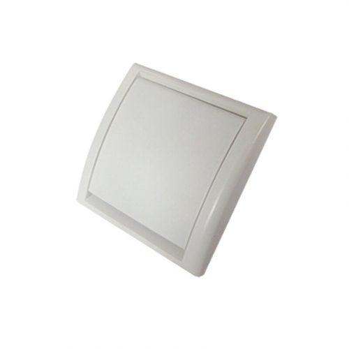 Die schlichte quadratische Saugdose Elipse für Zentralstaubsaugeranlagen hat eine minimalistische Form, die sich gut in die Wand einfügt.