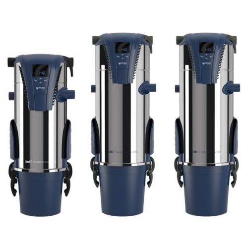 Eine Reihe von drei Tubo Zentralsauggeräte. Die Oberfläche den Geräte ist glänzendes Chrom. Ober- und Unterteile der Geräte sind von Kunststoff produziert. Eine LED-Anzeige auf dem höchsten Teil der Sauggeräte.